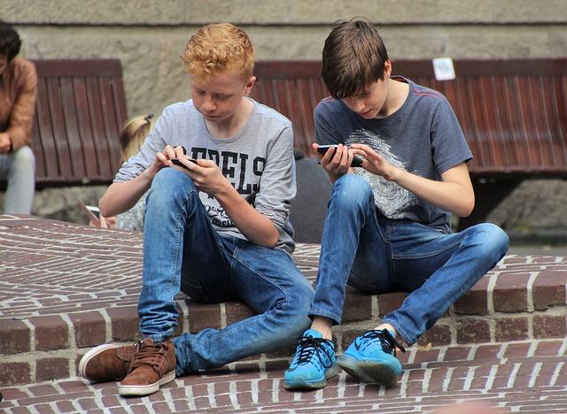hraní na mobilech
