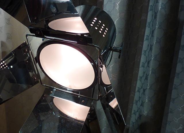 Vybíráme mezi LED diodovou žárovkou a kompaktní zářivkou