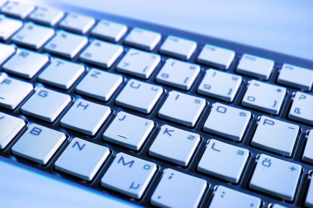 Psaní speciálních znaků a písmen na klávesnici